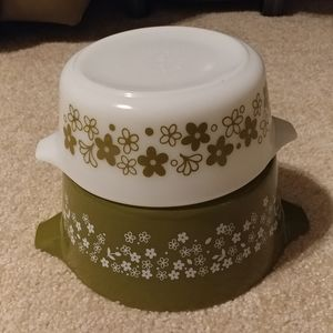 Set of 2 Vintage Pyrex Casserole Dishes